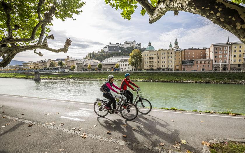 The Salzburg cycle path along the Salzach