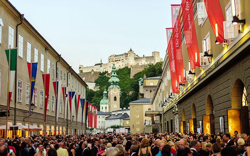 Crowds in front of the Festspielhaus in Salzburg